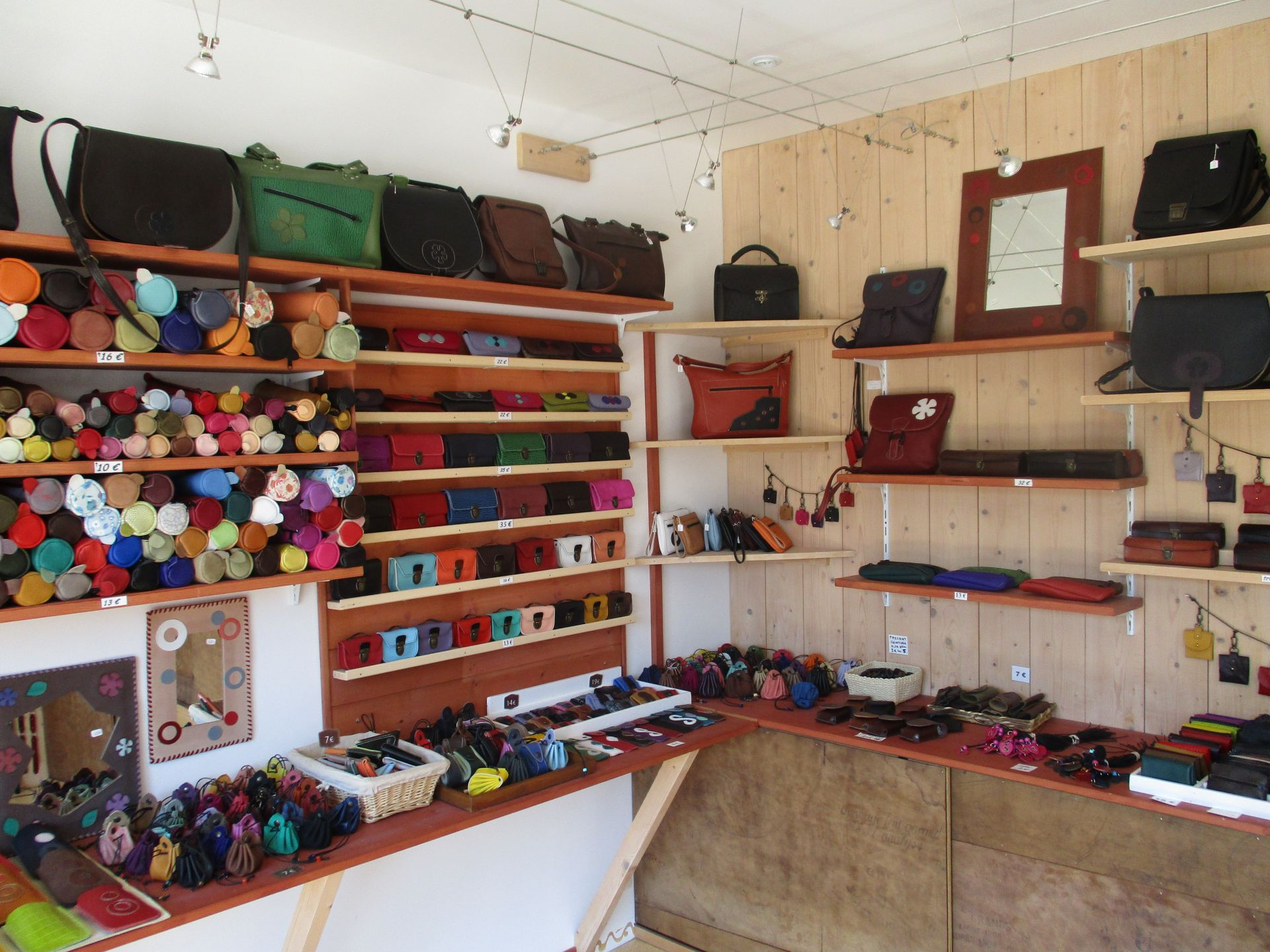 c23bf66efd47 Atelier cuir - Lorraine Tourisme