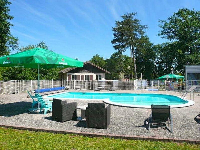 Camping parc du chateau lorraine tourisme for Camping lorraine avec piscine