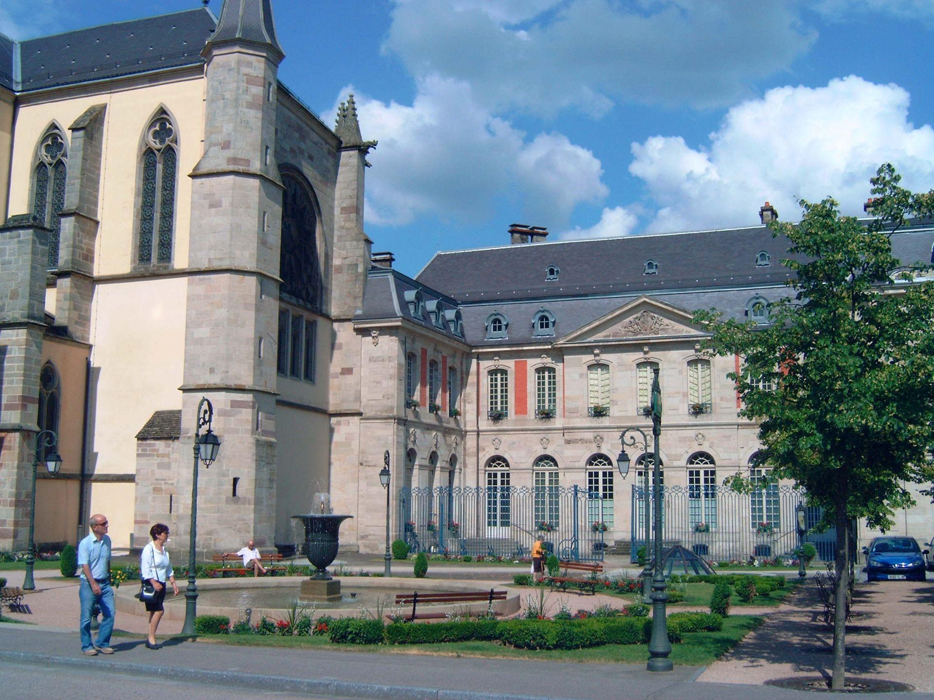 La visite guidee du centre historique de remiremont lorraine tourisme - Office du tourisme remiremont ...