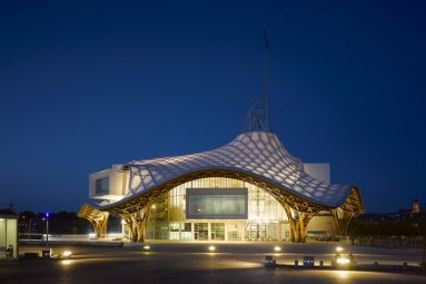 Centre Pompidou-Metz© Shigeru Ban Architects Europe et Jean de Gastines Architectes, avec Philip Gumuchdjian pour la conception du projet lauréat du concours / Metz Métropole / Centre Pompidou-Metz / Photo Roland Halbe