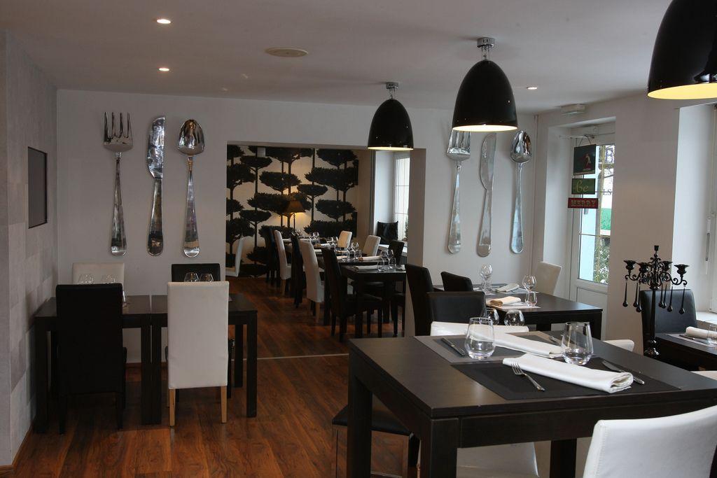 Restaurant la toque blanche tourisme lorraine - Chanson une maison bleue ...